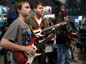 Le public appréciait visiblement Guitar Hero 5 au Micromania Game Show 2009