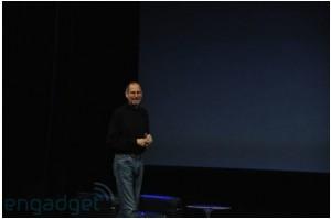Steve Jobs monte sur la scène