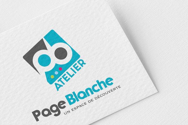 Logo coloré page blanche