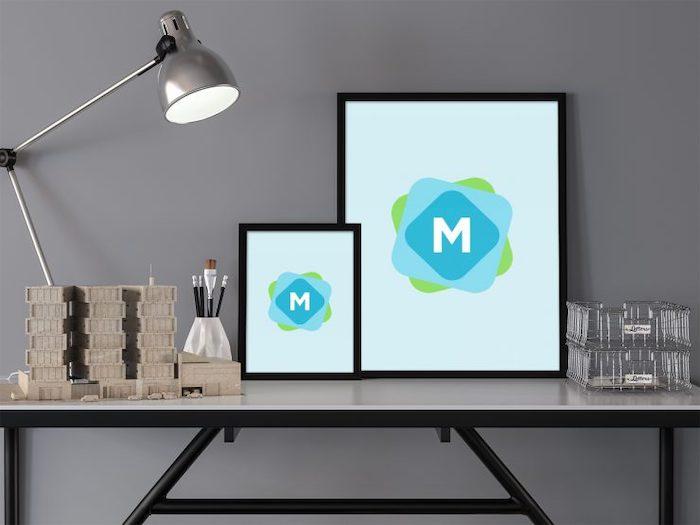Mockup d'affiches sur bureau