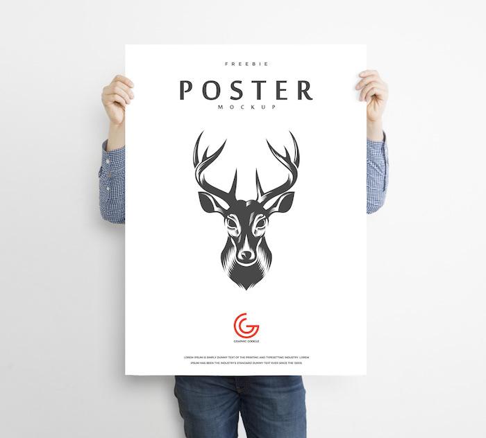 Mockup poster tenu à deux mains