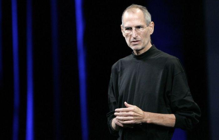 Col noir Steve Jobs