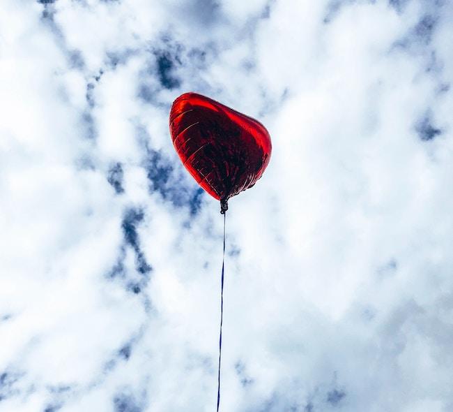 ballon ciel rouge storytelling photographie