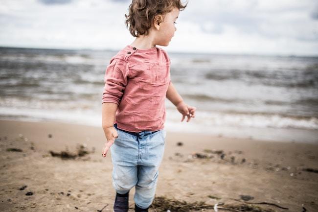 histoire d'une enfant sur la plage storytelling
