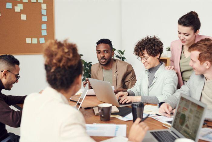 Travail d'équipe management participatif